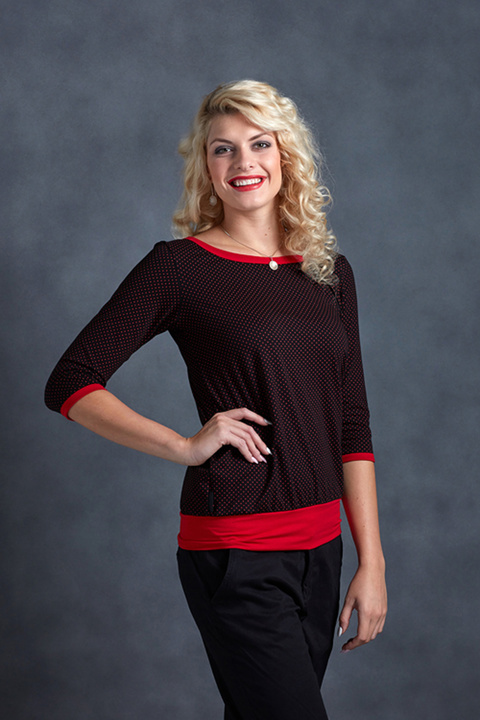 Tucked Sleeve Black/Red Dots